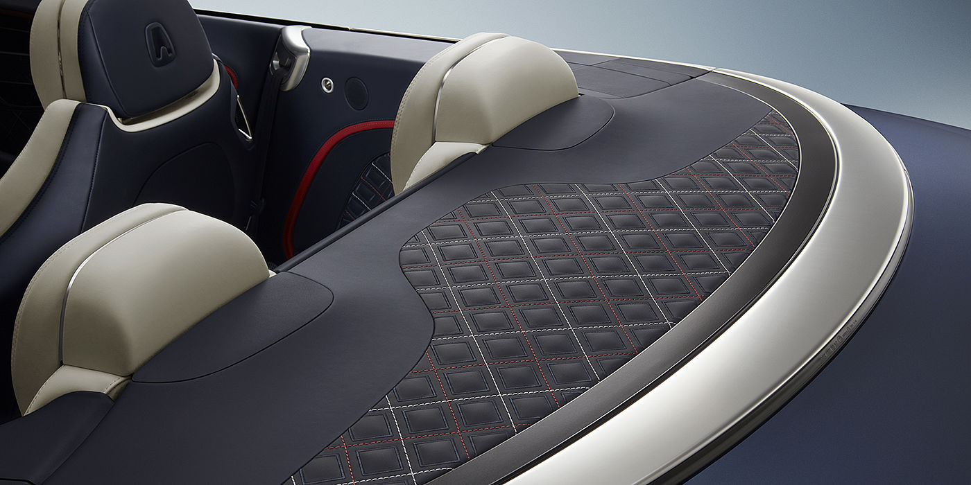 Bentley-Continental-GT-V8-Mulliner-Convertible-tonneau-cover-with-Linen-and-Hotspur-stitching